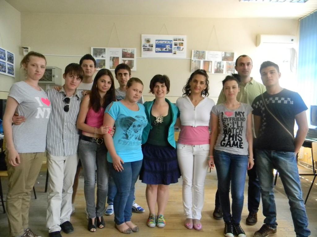 Elevii alături de antrenori