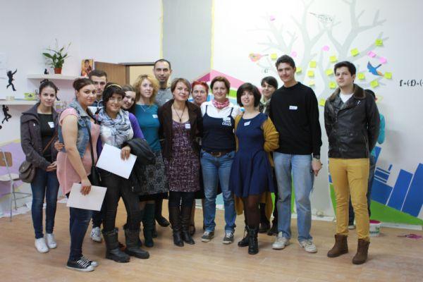 O parte dintre elevii și antrenorii implicați în proiectul Zburd
